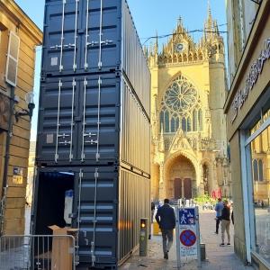 Tour de projection Mapping Cathédrale de METZ - CONSTELLATIONS 2019 | Conteneurs aménagés par CONTAINERLAND.fr