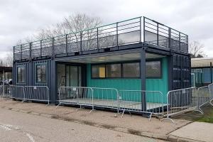 Aménagement Conteneur restaurant avec terrasse pour PSA